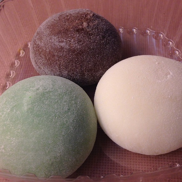 Mochi Ice Cream @ Bubbies Homemade Ice Cream