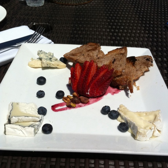 Seasonal Cheese Plate @ Lake Chalet Seafood Bar & Grill