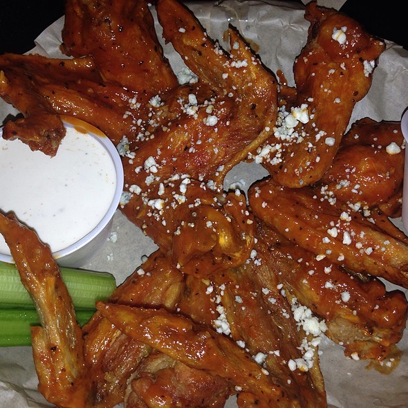 Buffalo Wings @ Broderick Restaurant & Bar