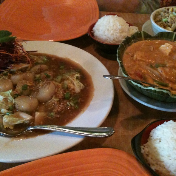 Garlic Scallops And Red Curry With Tofu @ Yupha's Thai Kitchen
