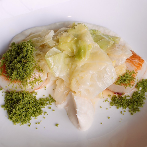 Sautéed scallops, cauliflower purée, truffle savoy cabbage, parsley breadcrumbs @ Wood