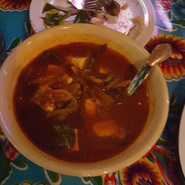 GAENG PAaromatic & spicy jungle curry with tofu, bamboo shoots, lemongrass, snake beans, makrut lime leaves, galangal, shallots