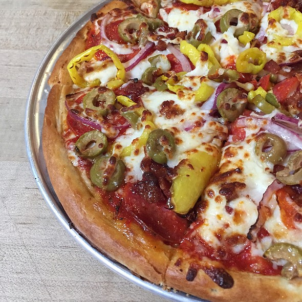 daily special pizza @ Short's Brewing Company