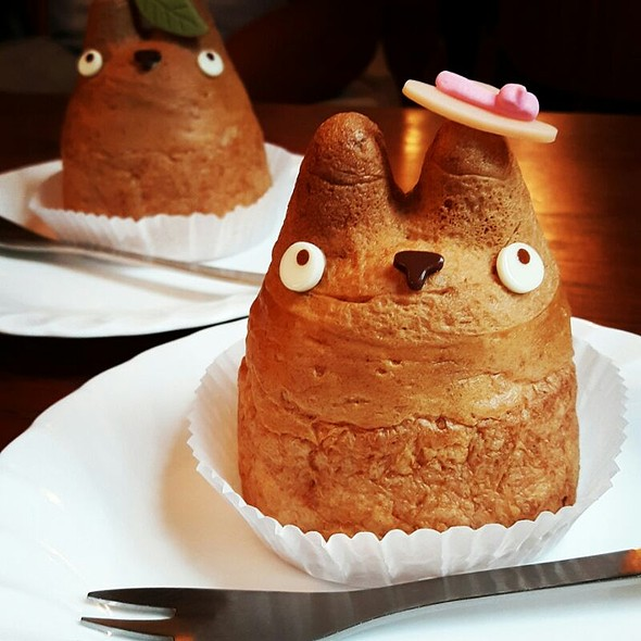 Totoro Cream Puff @ Shiro-hige's Cream Puff Factory