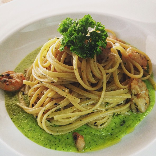 Linguini Con Camaron Y Crema De Zukini @ Tracadero