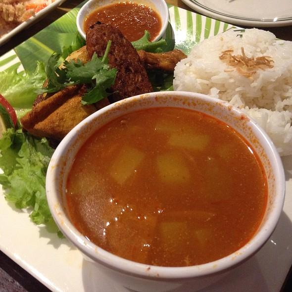 Chicken With Rice @ Asian Taste 86