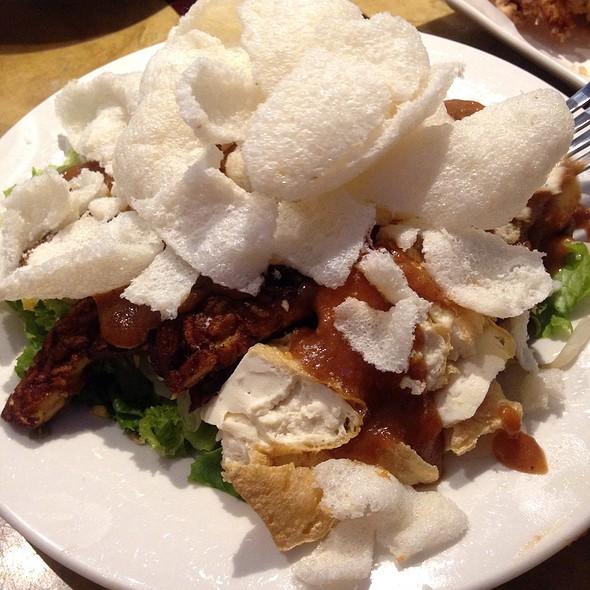 Salad With Peanut Sauce @ Asian Taste 86