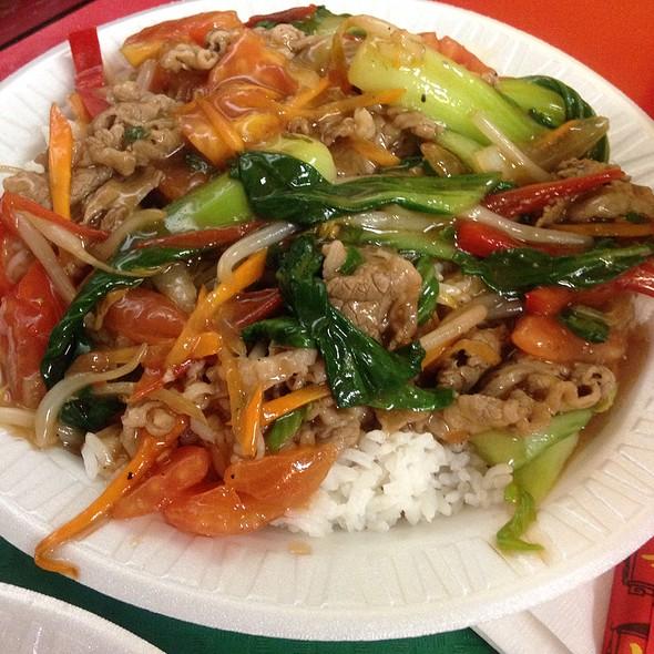 Tomato Beef Over Rice @ LaoMa MaLaTang