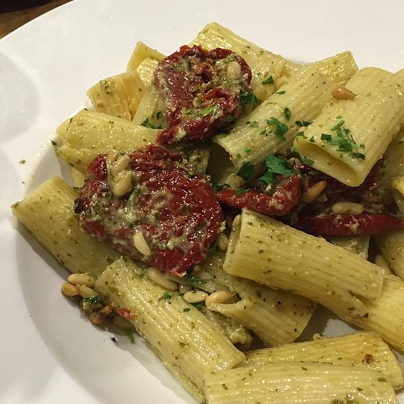 Rigatoni Pesto With Sundried Tomatos