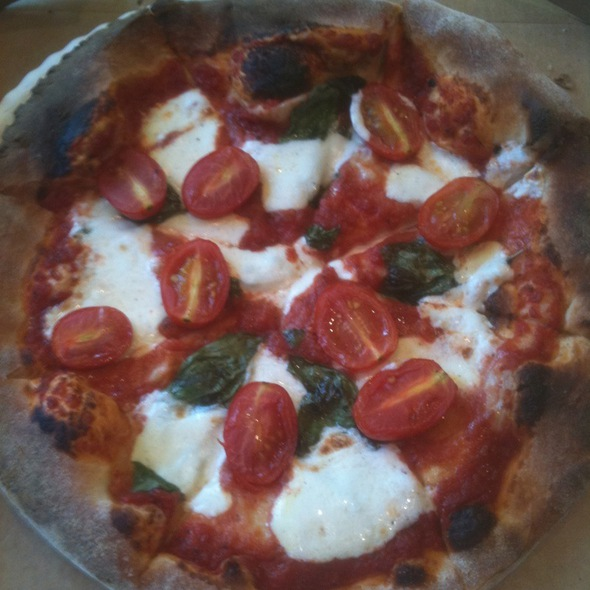 Wood Fired Margherita Pizza @ Madeira Farmers' Market