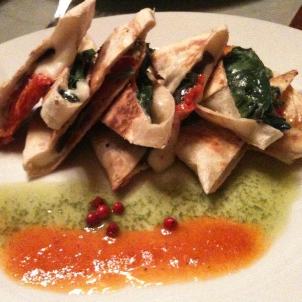 Quesadilla De Mozzarella Y Tomate
