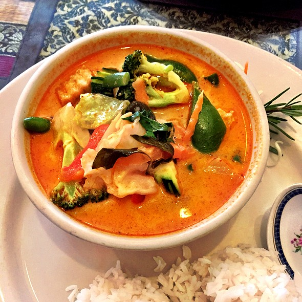 Red Curry With Tofu And Vegetables at Ruan Thai Tuscaloosa Al