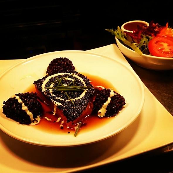 Black Sesame Crusted Tuna Steak at Paris Texas Bar and Smokehouse