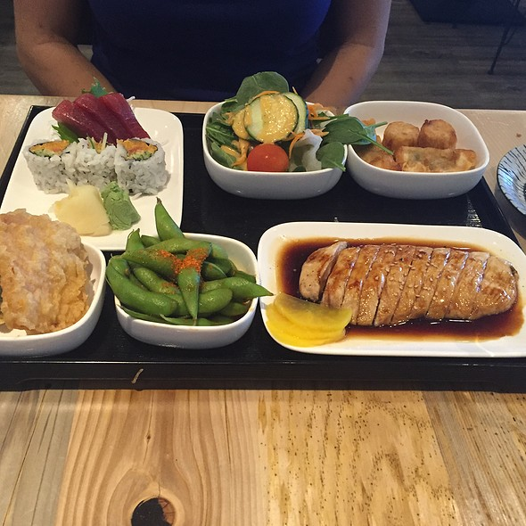 Chicken Teriyaki Bento Box Deluxe @ Fuji At Assembly