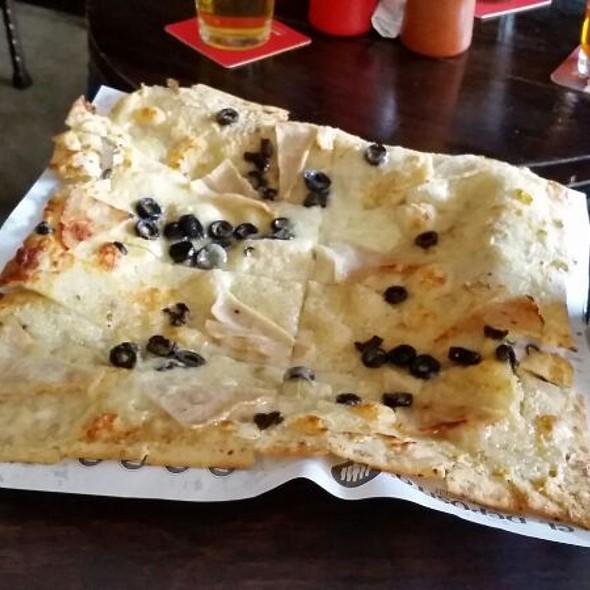 Pizza de Jamón De Pavo Y Aceitunas