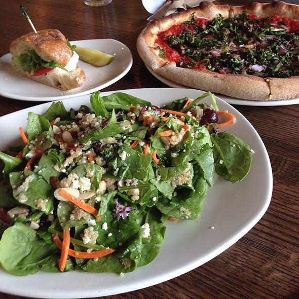 Pizza Salad Sandwich @ Mod Market