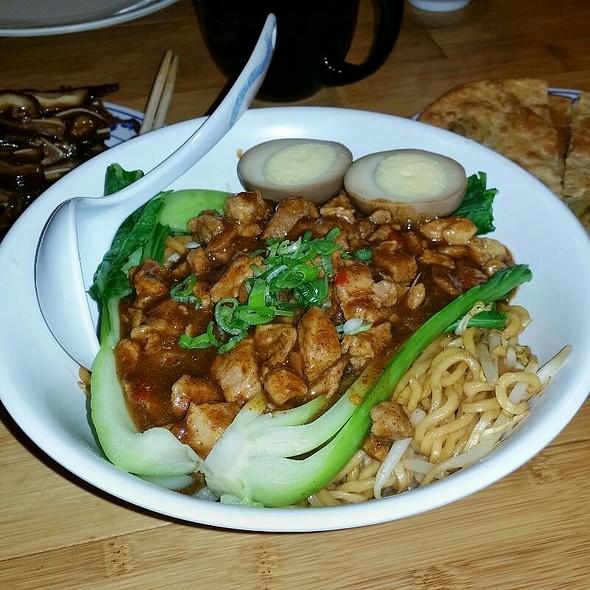 Spicy Pork Lo Mein @ Taiwan Noodle
