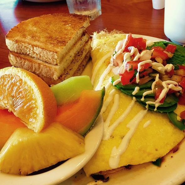 Mom Healthy Omelette W/Egg Whites @ Broken Yolk, La Quinta, Ca