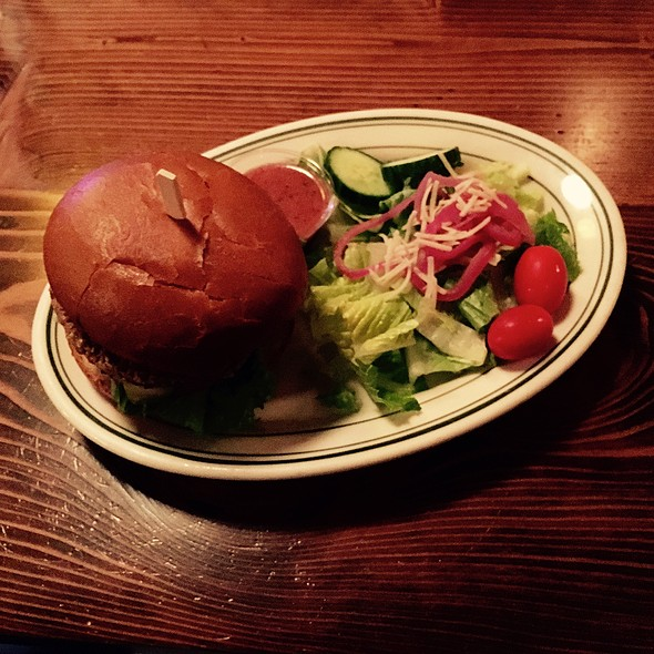 Hammerhead Garden Burger With Side Salad @ McMenamins Boon's Treasury