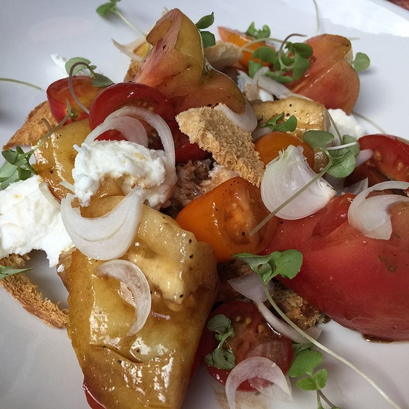 Heirloom Tomato, Arugula & Burrata Salad