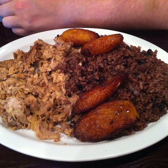 Pernil with rice & beans