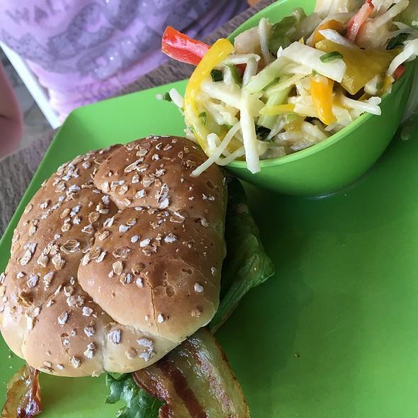 Bacon Cheeseburger @ Tangaroa Terrace