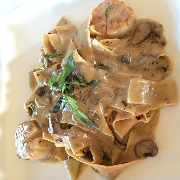 Pappardelle Con Funghi E Capesante @ Vigilucci's Restaurants