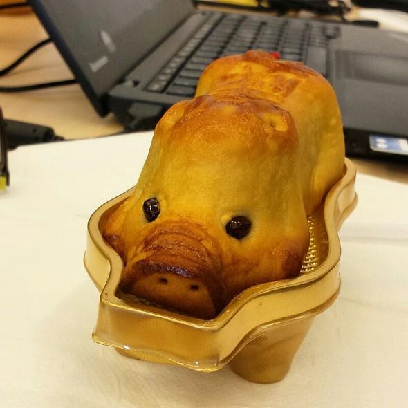 Piggy Moon Cake @ Tang Frères Traiteur