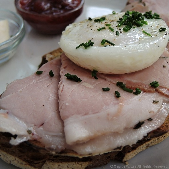 House-made Rosemary Ham, Toasted Levain, Poached Egg