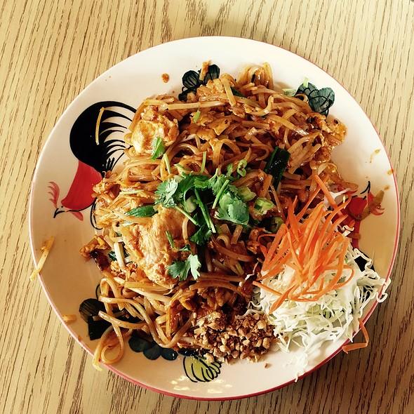 Phad Thai Chicken @ Thai One On