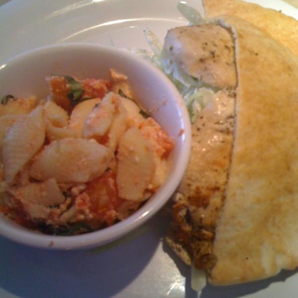 Zoe 39 S Kitchen Grilled Chicken Pita W Pasta Salad