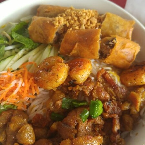 Rice Vermicelli with Shrimp, Egg Roll and BBQ Pork @ Pho Vu