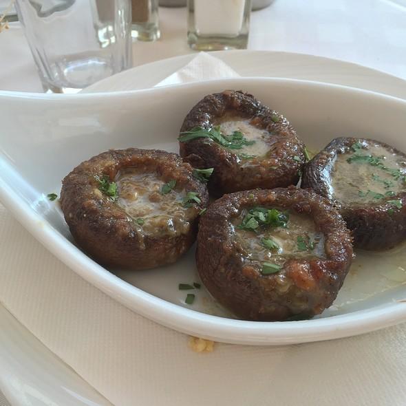 Stuffed Mushrooms @ Taverne Nikos