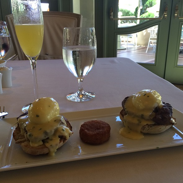 Eggs Benedict And Filet Mignon @ Tableau
