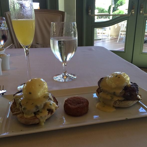 Eggs Benedict And Filet Mignon @ Tableau