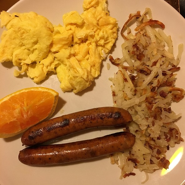 Scrambled Eggs, Chicken Sausage And Hash Browns
