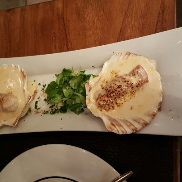 Prosciutto Wrapped Scallops With Parmesean Sauce
