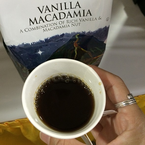 Vanilla Macadamia Nuts Coffee @ Hawaiian Isles Kona Coffee Co