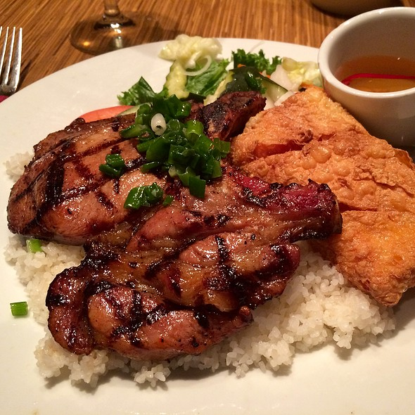 Broken Rice with Pork Chop & Shrimp Paste – Côm Taám Söôøn Nöôùng Taøu Huû Ky @ Brodard Chateau