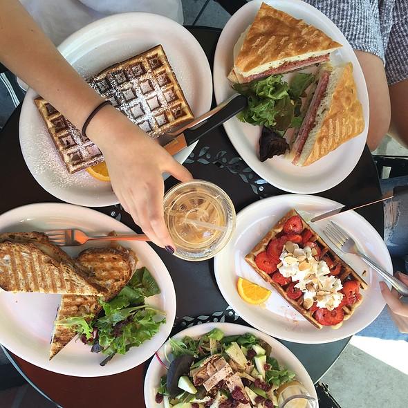 Strawberry Waffle @ mokka