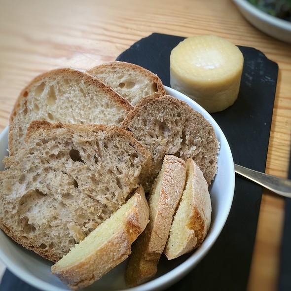 Queijo De Azeitão Com Pão