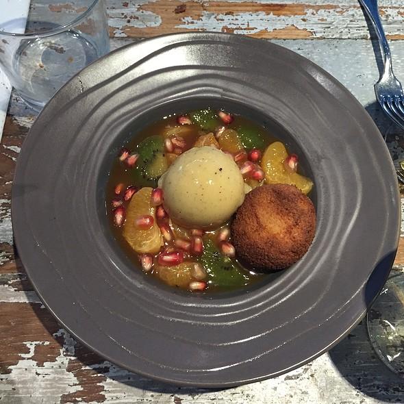 Soupe De Clementines, Kiwi, Sorbet Ananas @ Auberge Flora