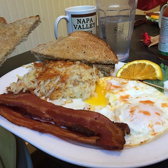 Eggs And Bacon @ Gillwoods Cafe Saint Helena
