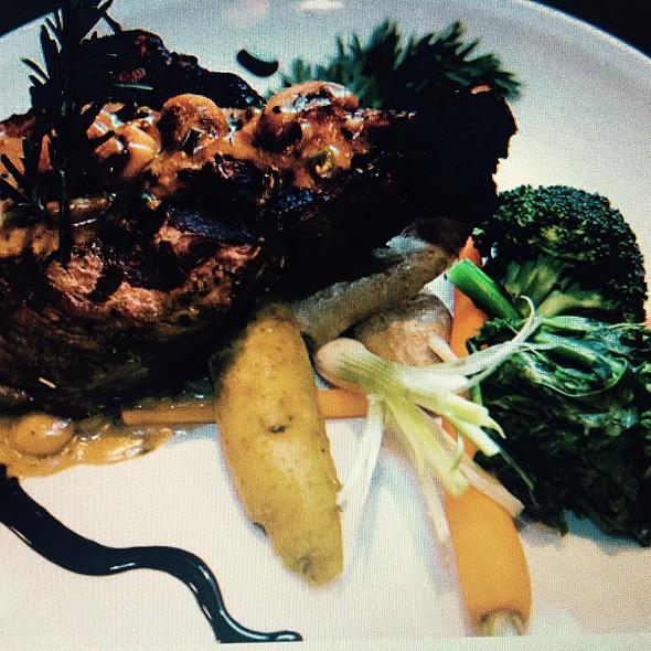 Bistecca Di Controfiletto - Vagabondo Italian  Ristorante & Lounge, Toronto, ON