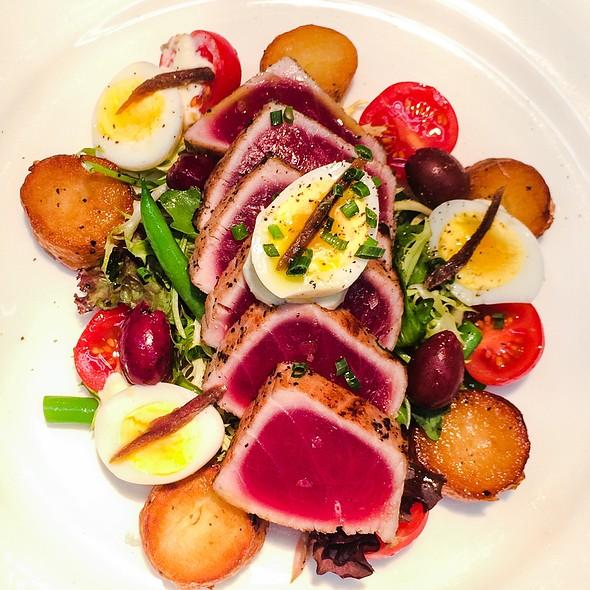 Tuna Nicoise Salad - Two E Bar and Lounge, New York, NY
