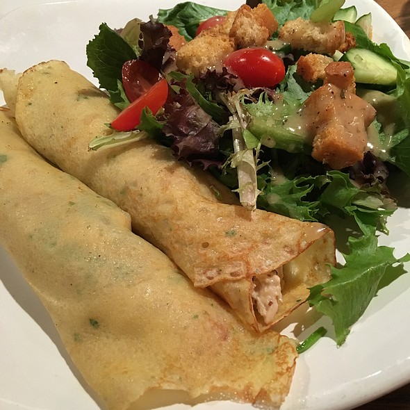 Chicken Crepes @ Mimis Cafe