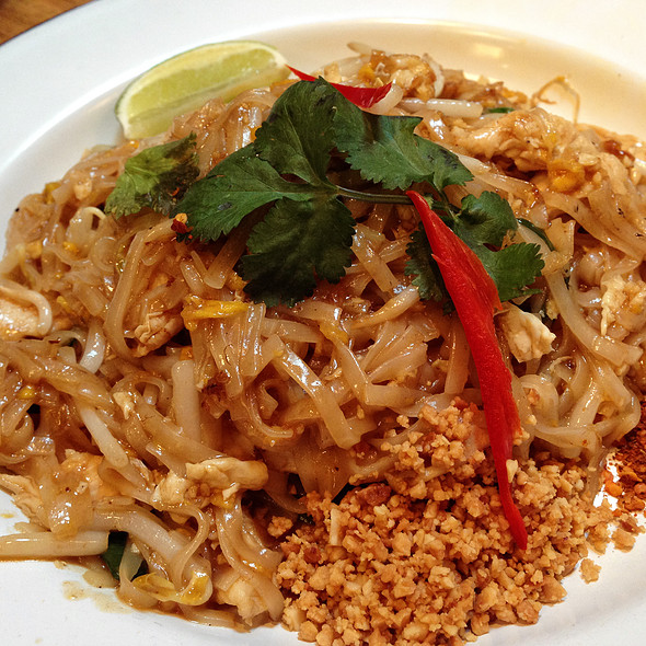 Chicken Pad Thai @ Rosa's Thai Cafe