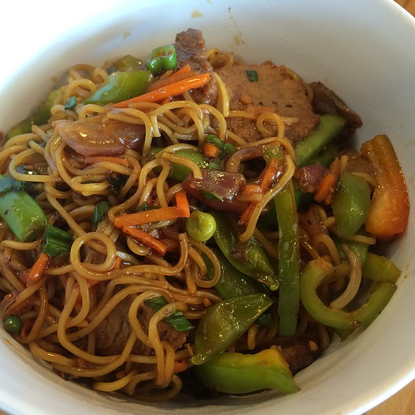 Sesame Garlic Stir Fry, Egg White Noodles, Naturally Raised Beef, Sugar Snap Peas, Bell Peppers, Red Onions, Carrots, Scallions @ Honeygrow