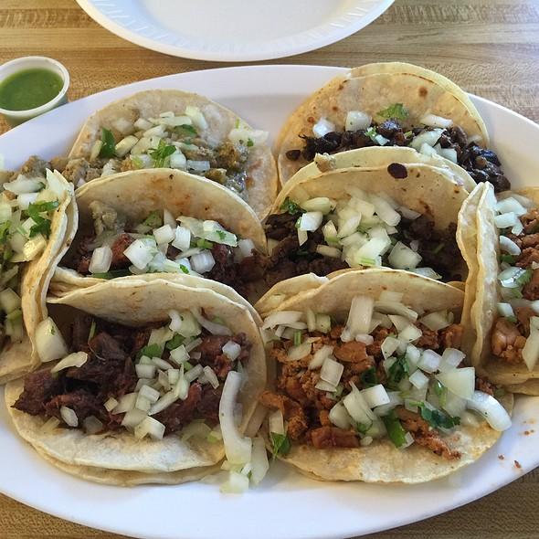 street tacos @ El Giro
