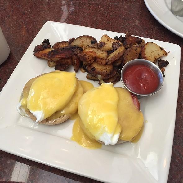 Eggs Benidict - Piero's Italian Restaurant, Huntingdon Valley, PA